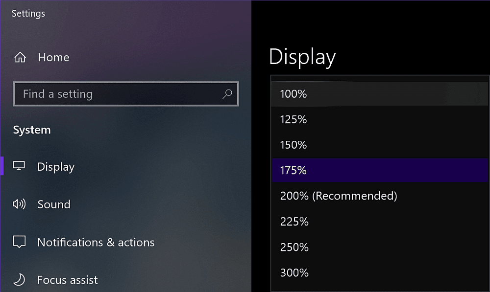 Screenshot showing the Windows display settings window with the zoom level options dropdown opened.